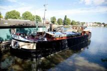 Kew Gardens Pier House Boat