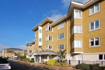 Flat to rent in Strand Drive, Kew, TW9