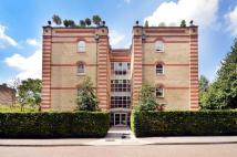 2 bedroom Flat in Oriel Drive, Barnes, SW13