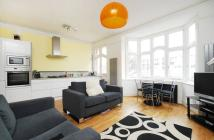 Flat in Weir Road, Balham, SW12
