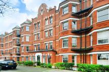 3 bed Flat in Nightingale Lane...