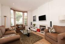 3 bedroom property in Ramsden Road, Balham...