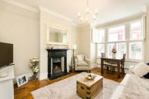 2 bedroom Flat in Sternhold Avenue...