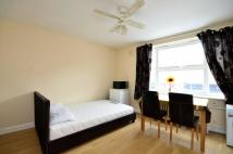 Studio apartment to rent in High Street, Guildford...