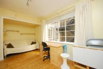 Studio flat to rent in Eastgate House...