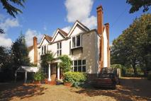 5 bedroom house in Bridge Road, Chertsey...