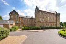 3 bedroom Flat in Florence Court, Knaphill...