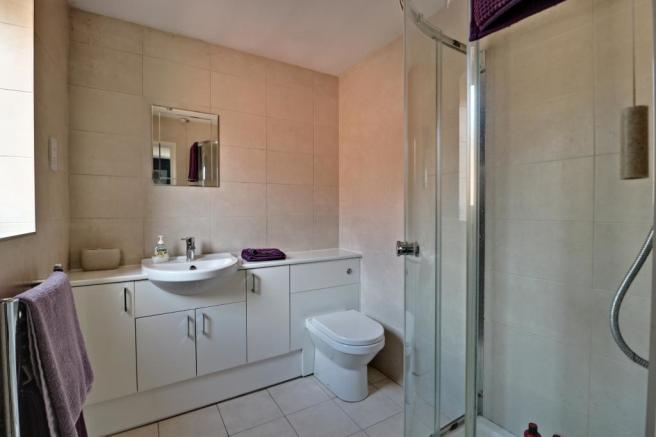 Ensuite to Bed 2