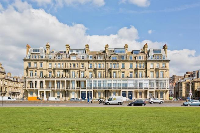 2 bedroom flat for sale in Kings Gardens Hove BN3