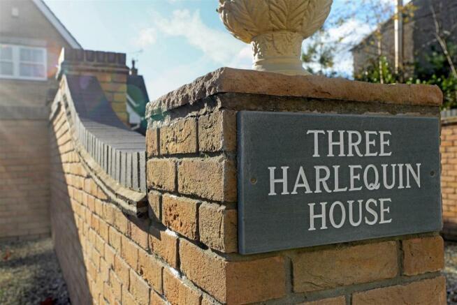 Harlequin House fpz1