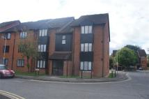Studio flat to rent in Amberly Way, Hillingdon...