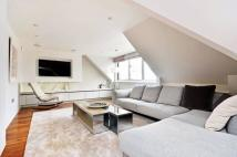 3 bed Flat in Hans Crescent...