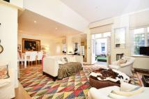 3 bedroom Flat in Cadogan Square, Chelsea...