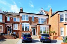 3 bed Flat in Dukes Avenue...