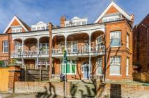 Flat for sale in Queens Avenue...
