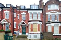 Flat to rent in Church Crescent...