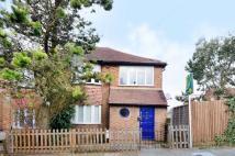 Maisonette to rent in Oak Avenue, Muswell Hill...