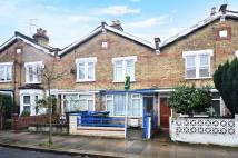 2 bedroom house in Queens Road, Bowes Park...
