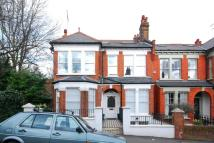 Flat to rent in Woodland Rise...