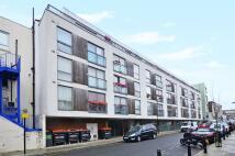Flat to rent in Klein Wharf, Islington...