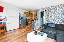 3 bed Flat to rent in Asher Way, Wapping, E1W