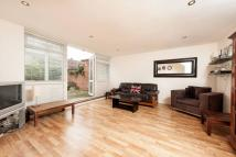 3 bedroom Flat in Crondall Street, Hoxton...
