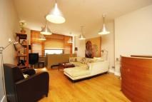 Flat to rent in Brune Street...