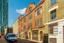 Flat in Brune Street...
