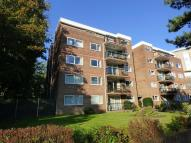 Flat to rent in Meyrick Road...