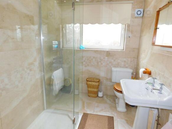Modern Shower Suite