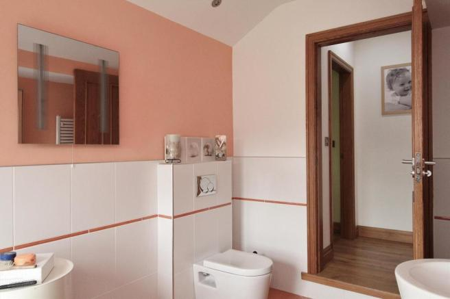 Family Bathroom Pic2