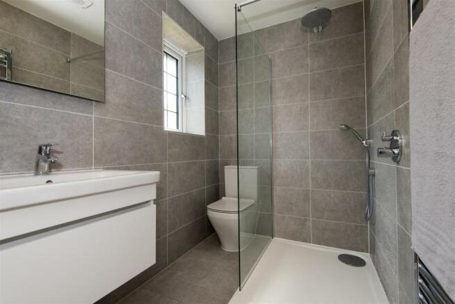 Frobisher Bathroom 2