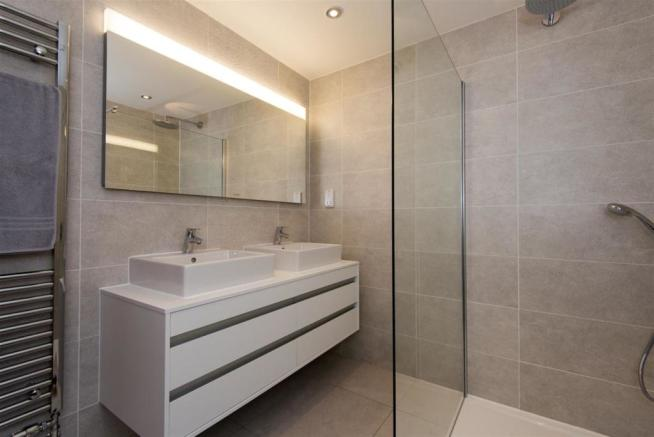 Frobisher bathroom 3