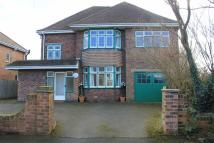 Detached home in Fairfield Avenue...