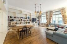 Flat for sale in Queens Gate...