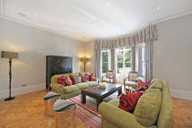 Flat to rent in Gilston Road, Chelsea...