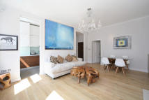 1 bedroom Flat in Brechin Place...