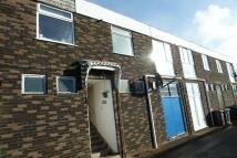 3 bedroom Flat in Preston Down Road...