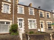 Terraced home to rent in Queens Road...