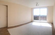 Flat to rent in Fourgates Road...