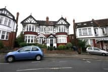 2 bed Flat to rent in Avondale Avenue...