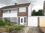 3 bedroom semi detached property to rent in Rayleigh, SS6
