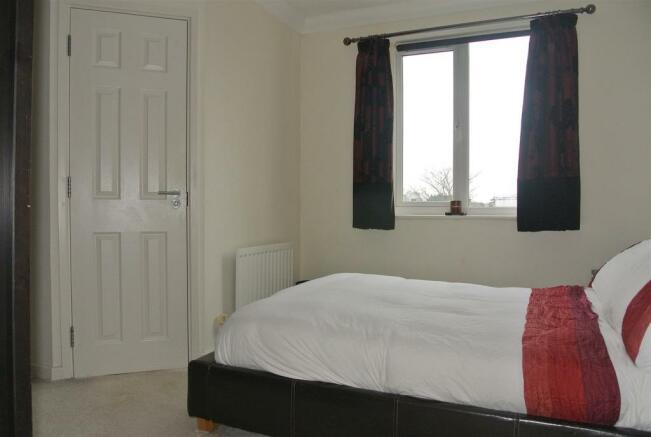 bed 1 en suite door