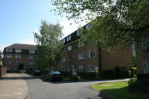Apartment to rent in Linden Grove, New Malden...