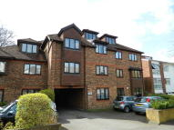 2 bedroom Flat for sale in Overton Road, Cheam...