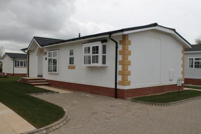 2 Bedroom Mobile Home For Sale In Takeley Park Hatfield Broad