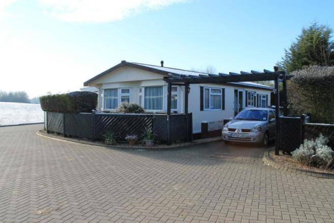 2 Bedroom Mobile Home For Sale In Takeley Park CM22