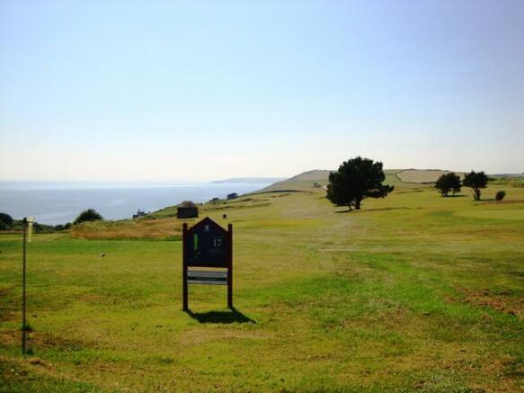 Golf course a short drive away