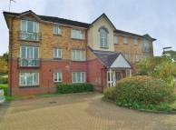 Flat in Parry Drive, Weybridge...