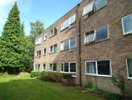 Flat to rent in Pine Grove, Weybridge...
